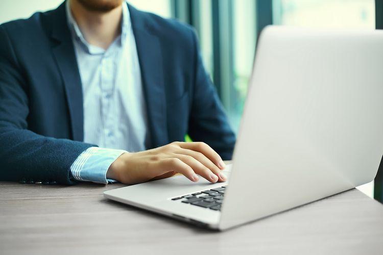 comprar un portátil para poder trabajar en casa